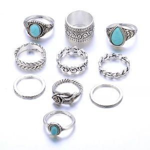 Jewelry - 🆕 Pretty ring set to stack or wear alone